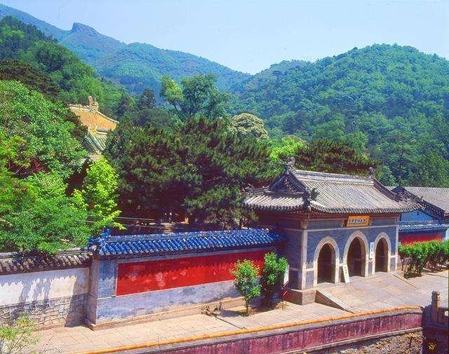 清明节京城游潭柘寺