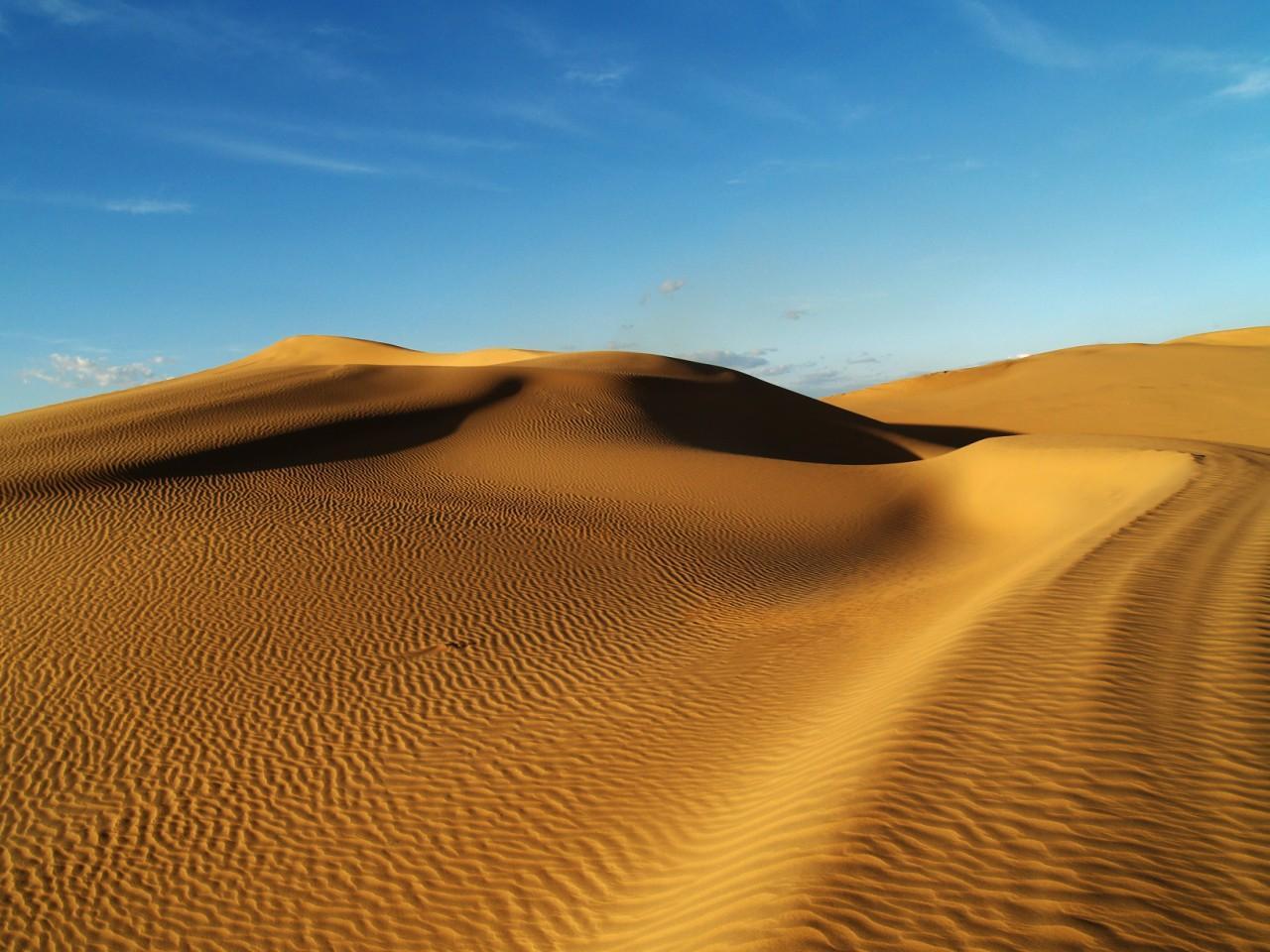 库布其沙漠徒步穿越